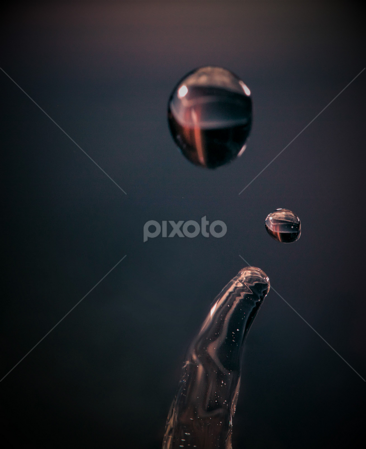 by Jimi Neilson - Abstract Water Drops & Splashes