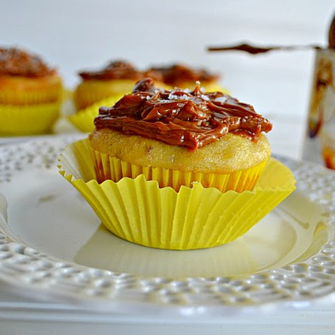 Banana Cupcakes with Dulce de Leche {and a giveaway!}