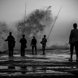 Fishing by Fernando Pineza - Black & White Sports ( sea, back & white, fishing, people )