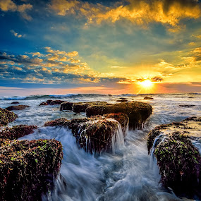 Un by Raung Binaia - Landscapes Waterscapes ( water, bali, nature, waterscape, sunset, plash, beach, mengening, landscape, rocks, sun,  )