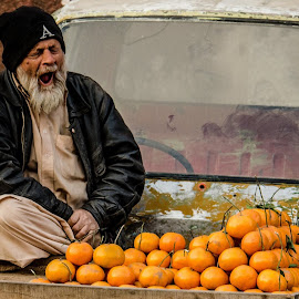 From the Vault : All of the day's strength, lost in the golden hour. by Saad Naeem - People Street & Candids