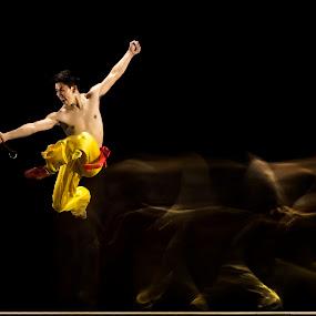 Dao Attack - Wushu Style by Joni Irwanto - Sports & Fitness Other Sports ( strobist, indonesia, wushu )