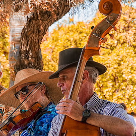 PME-0717-06-16 by Fred Herring - People Musicians & Entertainers