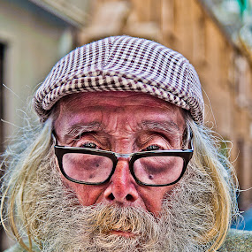 el visionario by Vito Dell'orto - People Portraits of Men ( cadiz, street, beard, portrat, man )