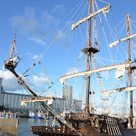 Great boat at Quebec city for week-end: El Galeon by Réal Michaud - Transportation Boats ( marine, water, sea and sand, ship, boat-sailing, ocean, seascape, skip, nautical )