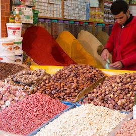 Basar in Casablanca by Winfried Rusch - City,  Street & Park  Markets & Shops ( datteln, a<---, marktstand, markt, marokko 2015, afrika, basar, reisen, casablanca, knobi, knoblauch, medina, m<---, apfelsinen, gewürze )