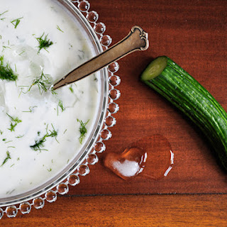 Cold cucumber soup (Tarator)