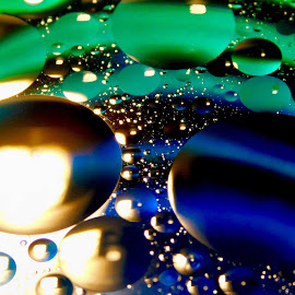 Oil and Water by Lisa Chilton - Abstract Macro