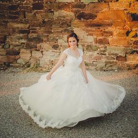 Dancing bride by Vlada Jovic - Wedding Bride ( love, dancing, wedding, beauty, bride, photography )