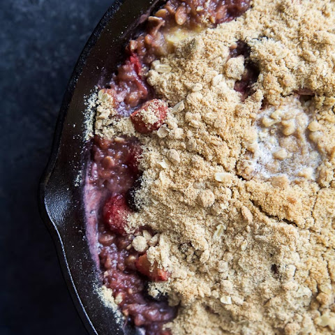 Very Banana Berry Crumble