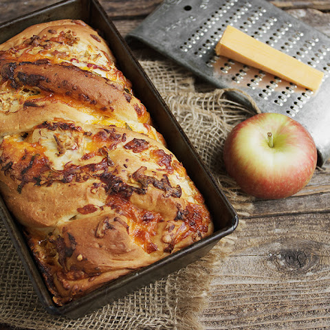 Cheddar Apple Toasting Bread