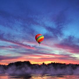 Hot air ballon by Manuel Castro - Landscapes Sunsets & Sunrises