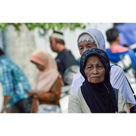 ojo dumeh ayu banjur do kemayu elingono siro besuk bakal kempong perot ora payu. . . by Ahmad Amin Yusuf Yusuf - Instagram & Mobile Instagram ( human, humaninterest, humanity, imnikon, nikond7000, nikond3100, studio, streetphotography, indonesia_photography, serikat_fi, photooftheday, merahputih, fotografi, bandarnarsis )
