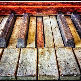 by Ron Meyers - Instagram & Mobile Android ( old musical instruments, worn out, piano, piano keys )