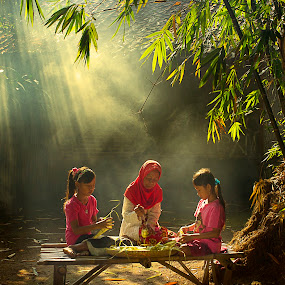 by Nicholas Wibowo - People Family ( mom and 'kid', senior citizen, mom with kids )