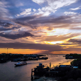 sunset over Kuala Kedah by Roslan Hashim - Instagram & Mobile Android ( mobilography, instagram, kedah, waterscape, mobile photos, sunset, malaysia, landscapes, landscape, dusk )