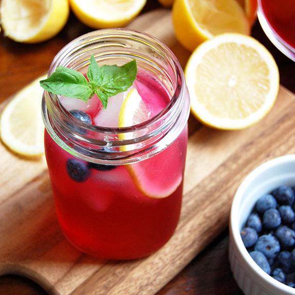 Blueberry Basil Lemonade (with Honey) Rezept | Yummly