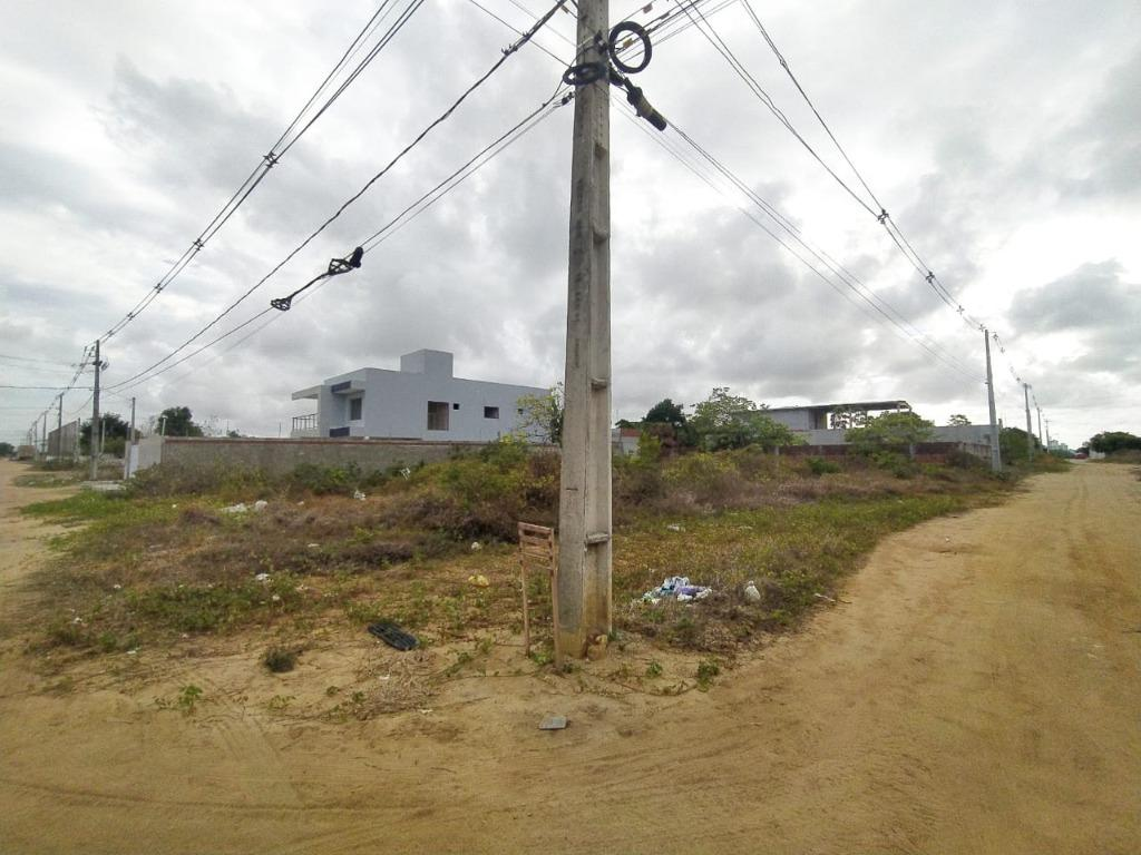Terreno de esquina no Quadramares, área plana de 546 metros, sendo as dimensões 14x39 metros.