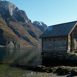 Fisherman hytta by Ester Ayerdi - Buildings & Architecture Homes ( cabin, mountain, wooden, vista, wooden house, wooden cabin, view, landscape, norway, fjord, hytta,  )