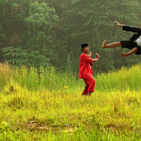 fight by Jamroh  Jamudin - People Street & Candids