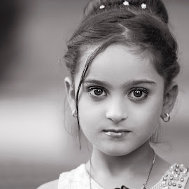 Mosuli Beauty by Azher S Saleh - Black & White Portraits & People ( black and white, portrait, child )