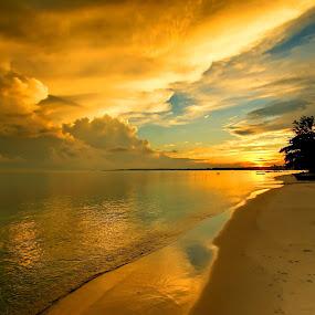 Sunrise @ Tanjung Kelayang by Sigit Setiawan - Landscapes Beaches ( claudy, tanjung kelayang, indonesia, sunrise, beach, belitung )