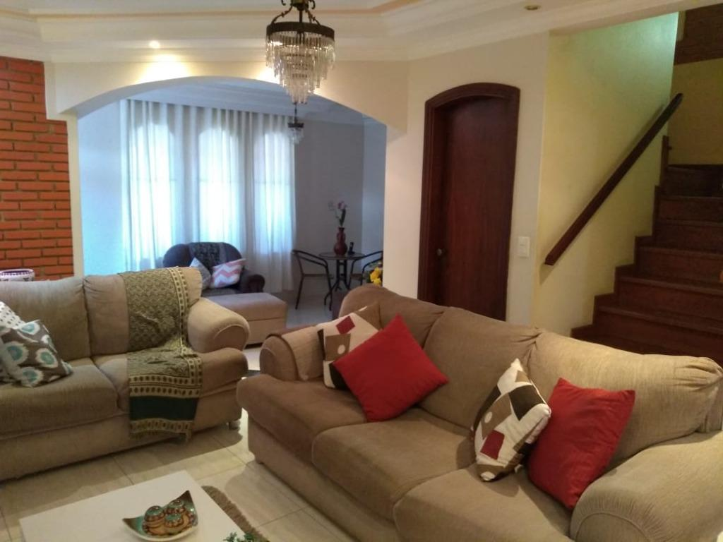 Casa com quartos para Alugar, 234 m²