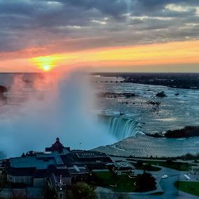 Sunrise over Niagara by Ioannis Alexander - Landscapes Sunsets & Sunrises ( waterscape, waterfall, niagara, sunrise, watervapor,  )