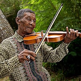 getaran jiwa by Azmil Omar - People Portraits of Men