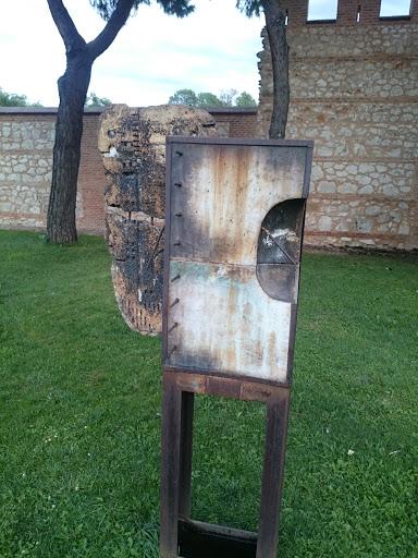 Sculpture Via Computense