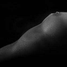 in the dark by Carl0s Dennis - Nudes & Boudoir Artistic Nude ( studio, bodypart, nude, low key,  )