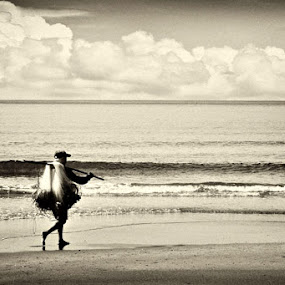 Off to the Sea by Mark Louie Meru - News & Events World Events ( sea, beach, bataan, gone fishing )