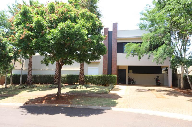Casa com quartos para Alugar, 360 m²