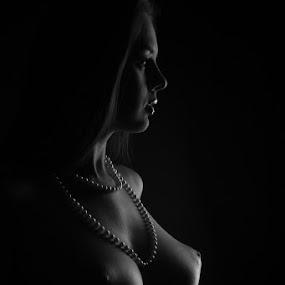 Nikolart lowkey by Reto Heiz - Nudes & Boudoir Artistic Nude ( topless, black and white, nikolart, lowkey, portrait,  )