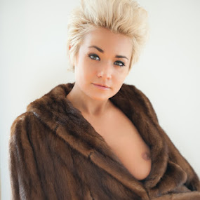 The Fur by Elizabeth Craig - Nudes & Boudoir Boudoir ( boudoir photography, elizabeth craig intimates, glamour photography )