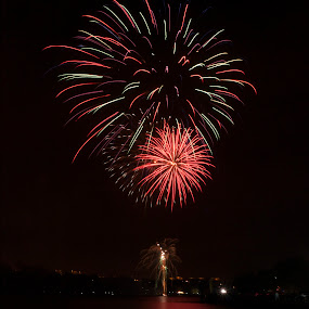 by Tommy  Cochrane - Public Holidays Other ( scotland, uk, 5th november, motherwell, fireworks, hamilton, display, strathclyde park )