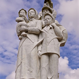 Monument to the Immigrants by Michael Villecco - Buildings & Architecture Statues & Monuments ( new orleans, immigrants, mississippi river, louisiana, french quarter, monument,  )