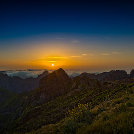 Over the clouds by Pedro Fernandes - Landscapes Sunsets & Sunrises ( clouds, pico do areeiro, mountains, madeira island, sunset )