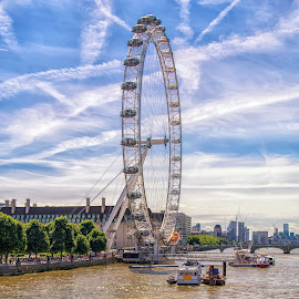 The London Eye. by Graeme Hunter - Buildings & Architecture Public & Historical