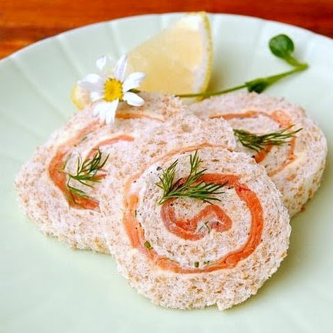 Old-Fashioned Pinwheel Sandwiches with Smoked Salmon, Crème Fraîche & Horseradish