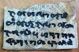 รุ่นแรก ๑ ใน ๓๙ ดอก !! ตะกรุด หนังเสือโคร่งแท้ หลวงปู่คำบุ คุตฺตจิตฺโต จารมือ .#VK201015_1