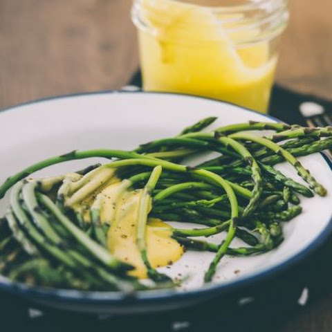 Steamed Asparagus with a Creamy Lemon Sauce