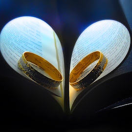 bible ring by Hiryl Lyn Villa - Wedding Details