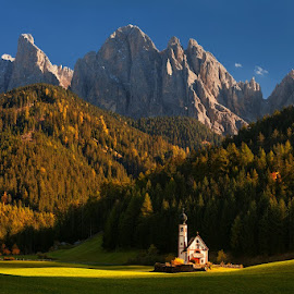Church by Daniel Řeřicha - Landscapes Mountains & Hills ( photogenic, europe, mountain, church, beautiful, travel, beauty, nature, autumn, meadow, dolomites, evening, italy, peaks, alps )