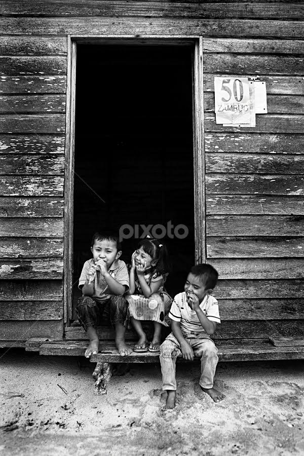 tiga anak melayu by Rusty Dbs - News & Events World Events