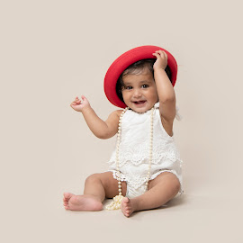 The red hat by Jude Stewart - Babies & Children Child Portraits ( children, judithstewartphotography, east sussex, hat,  )