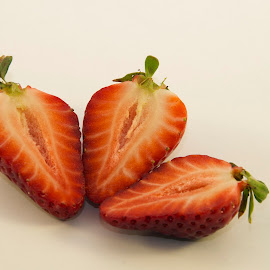 swett strawberry by LADOCKi Elvira - Food & Drink Fruits & Vegetables ( fruits )