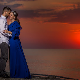 Chasing sunrise by Mănăilă TeoDora - People Couples ( sunrise, constanta, romania, photography, blacksea )