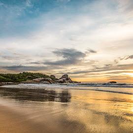 Sunrise in Ilhota Beach by Rqserra Henrique - Landscapes Beaches ( clouds, brazil, waves, rqserra, beach, sunrise, rocks, reflexes )