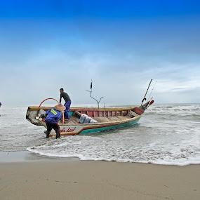 traditional fishermen by Taufik Taspa - People Professional People ( sky, nature, seascape, fisherman, landscape, boat )